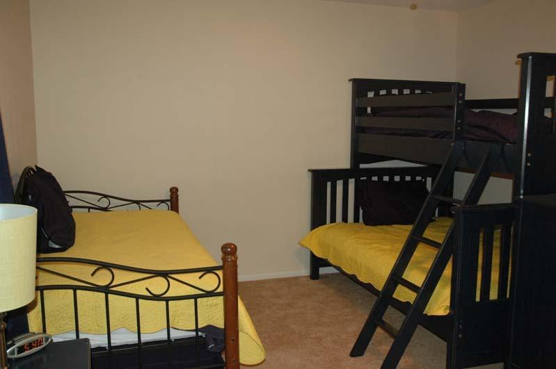 Upstairs bunk room with sleeping for 4-5