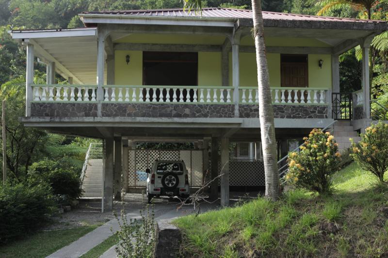 Floresta tropical Residence - vista da estrada - parque de estacionamento.