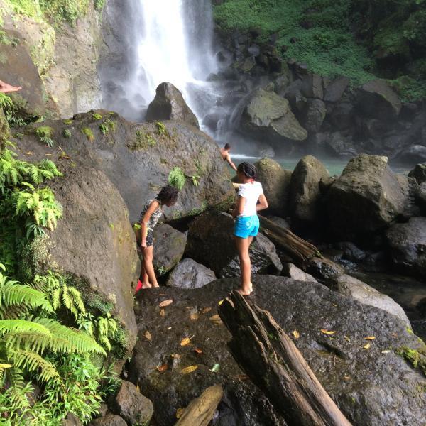 Caminhada para Cachoeira - 5 minutos de carro de trilha, 10-15 minutos a pé para a base das Cataratas; em seu próprio risco.