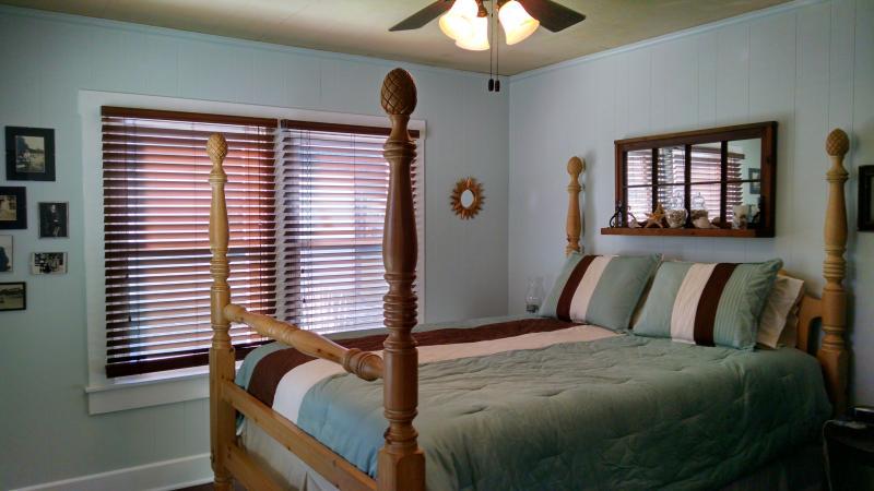 Bedroom 1 - queen poster bed