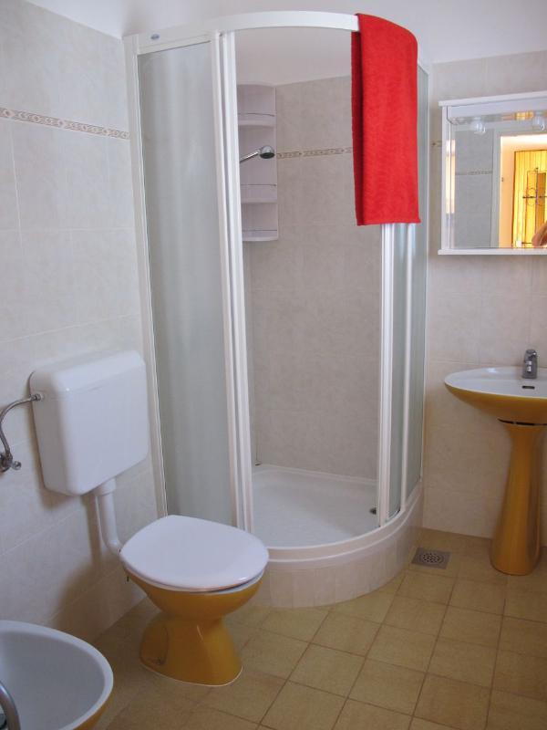 A1 (2 + 3): bagno con wc