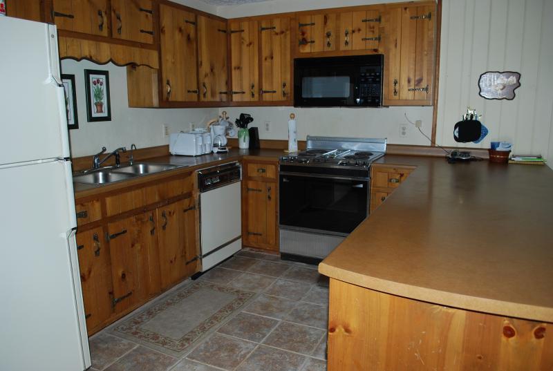 Full kitchen.