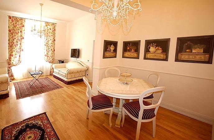 Vittoria-stylishly furnished-near Florence-sleeps4, holiday rental in Pontenuovo di Pistoia