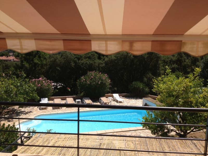 Villa avec studio (les deux sont climatisée) et piscine prive, holiday rental in Porto-Vecchio