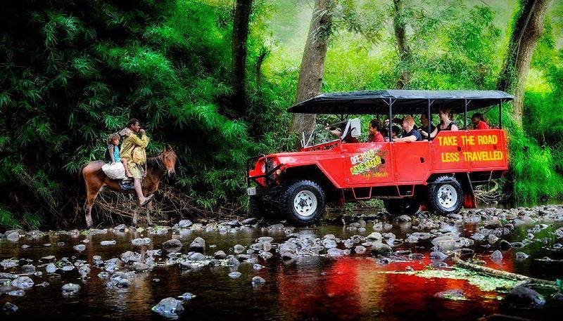 Es una impulsión de 4 ruedas, a lo largo del Valle del Río Sigatoka, culminando en una cueva de caníbal.