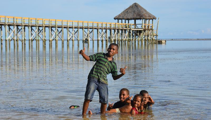 Always ready with a smile & happy to pose for a photo are the children of Fiji.