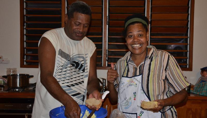 Nuestra encantadora ama de casa de Lolo y su marido, Bill - un chef en el Resort de Warwick.