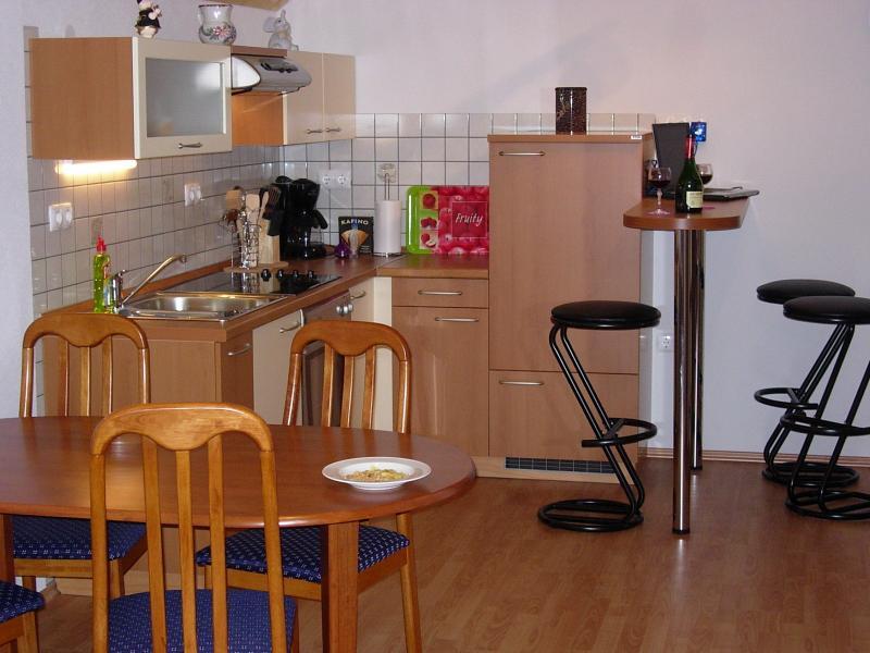 Cocina con barra apartamento nº 1