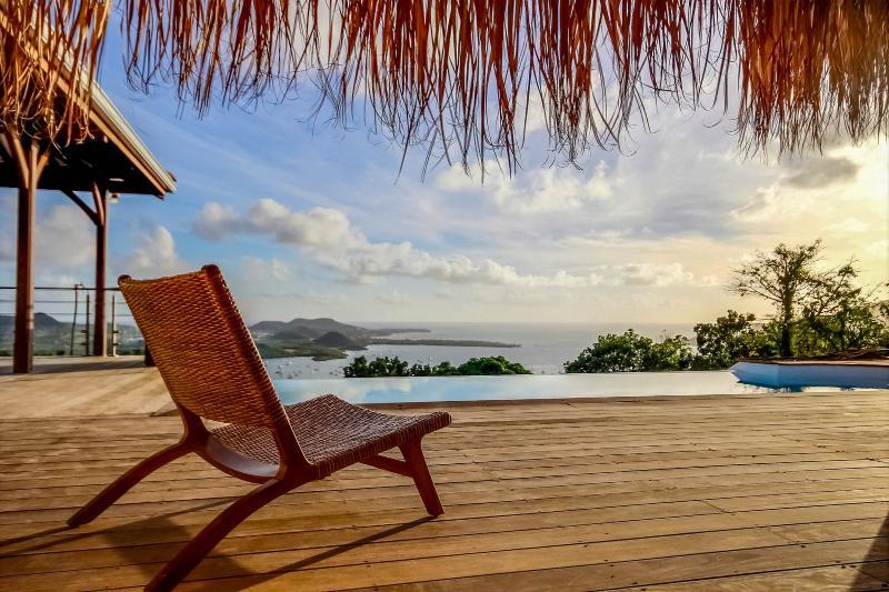 Villa les 3 Papayers, vue mer incroyable, piscine à débordement, 8 personnes, location de vacances à Le Marin