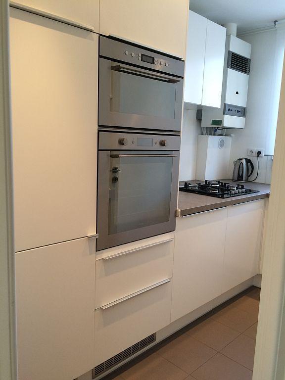 Cuisine avec réfrigérateur, four et four micro-ondes - Kitchen with fridge, oven and microwave