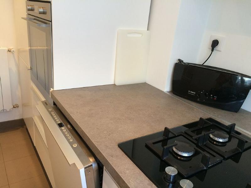 plaque de cuisson, lave-vaisselle, grille pain, bouilloire - hob, dishwasher, toaster and kettle