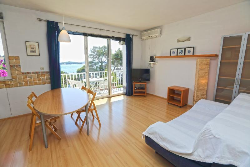 Apartment by the sea, very close to the town.