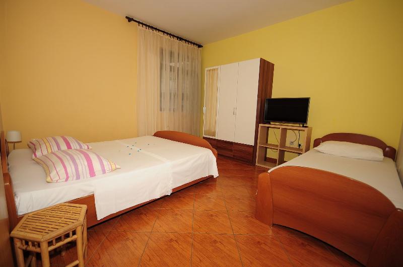A6(3): bedroom