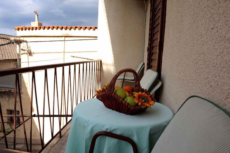 Ljubičasti (5): balcony