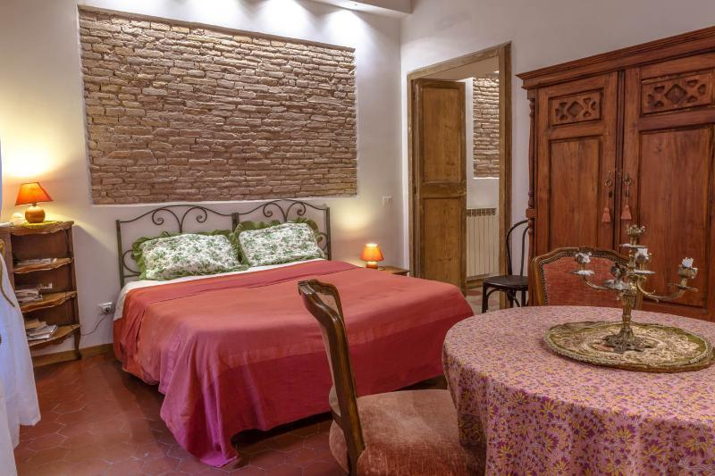 Bedroom. You can admire the original ceiling in wood and the wall in red 'cotto' briks of the 1700.