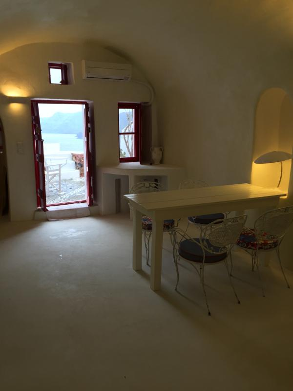 Santorini Patio Furniture: The White Cavehouse In Oia Has Patio And Balcony