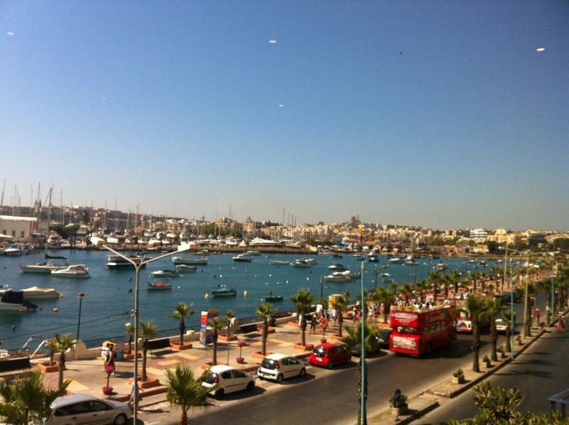 Promenade, no 'Ferry de Sliema'
