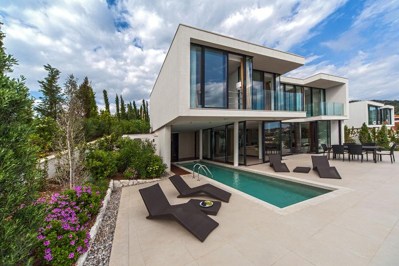 Golden Rays Villa No. 07 with 4 bedrooms