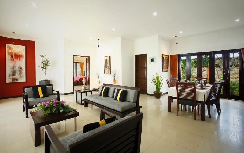 Romantic beachfront resort - 2 bedroom Beach Villa, alquiler de vacaciones en Keramas