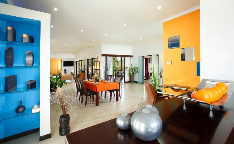 Romantic Beachfront Resort - 1 bedroom Villa, vacation rental in Keramas