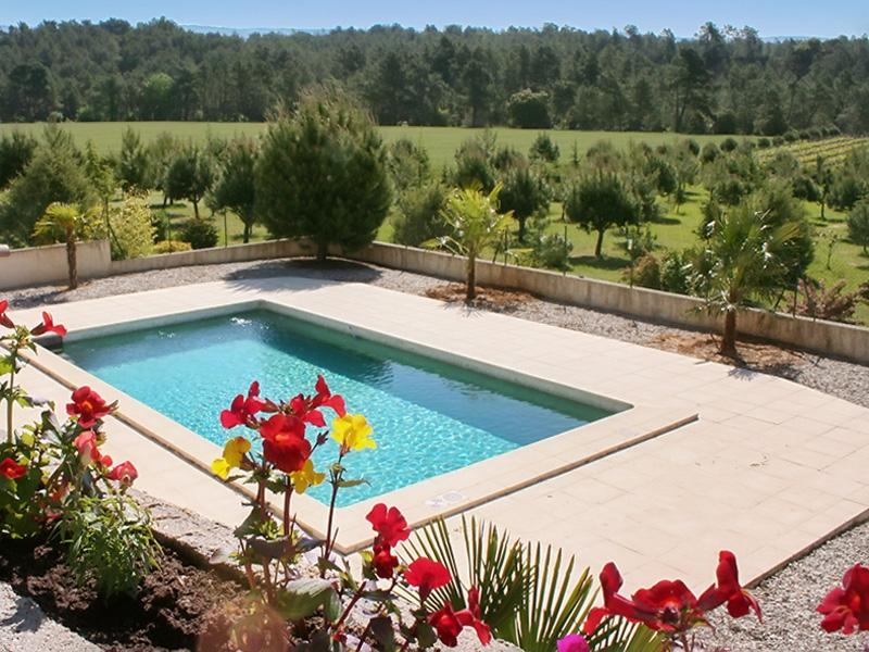 Amazing villa with swimming-pool, holiday rental in Mormoiron