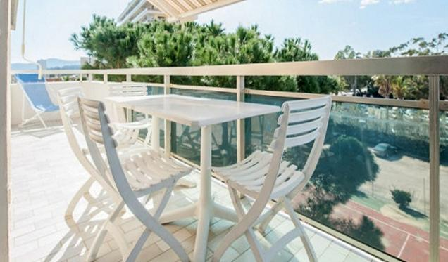 Nice apt with sea view & balcony, vacation rental in Le Lavandou