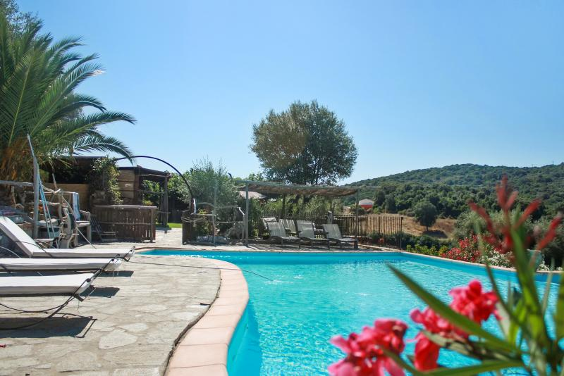 Beautiful house with shared pool, aluguéis de temporada em Tizzano