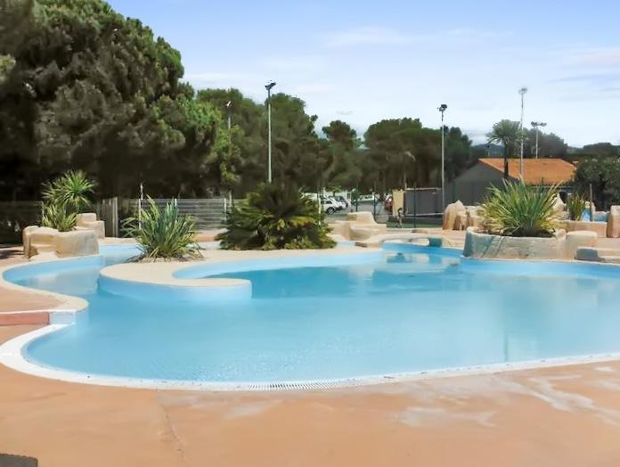 Beautiful bungalow with pool access, holiday rental in Puget-sur-Argens