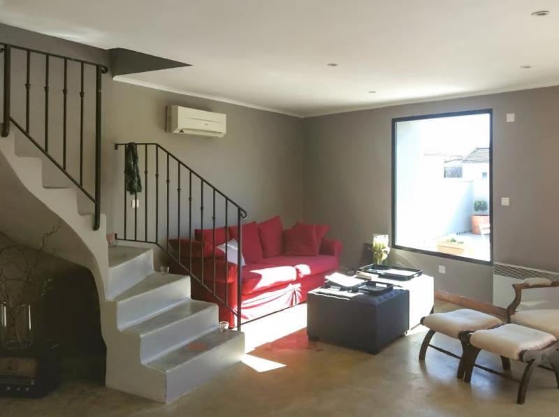 Nice apartment in Jonquières & Wifi, aluguéis de temporada em Camaret-sur-Aigues
