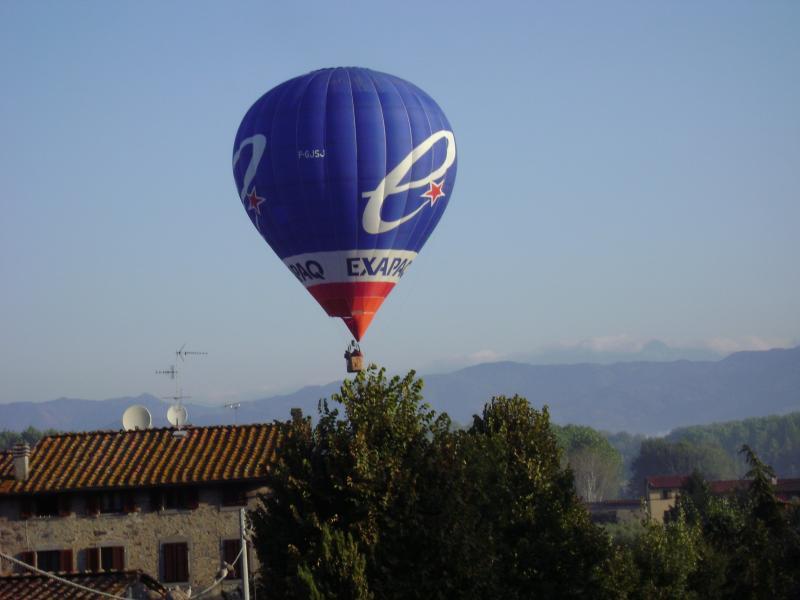 foto esterna con mongolfiera