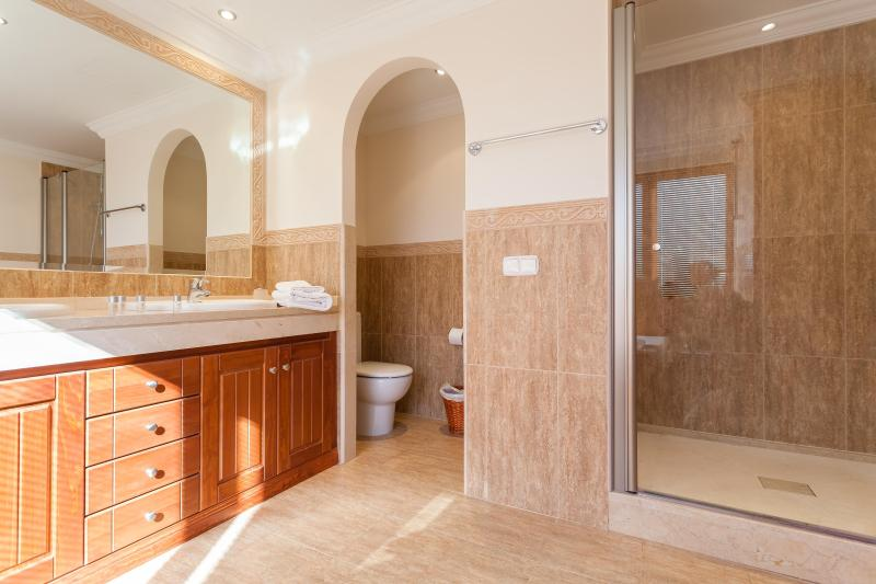 Master Bathroomwith shower cabin
