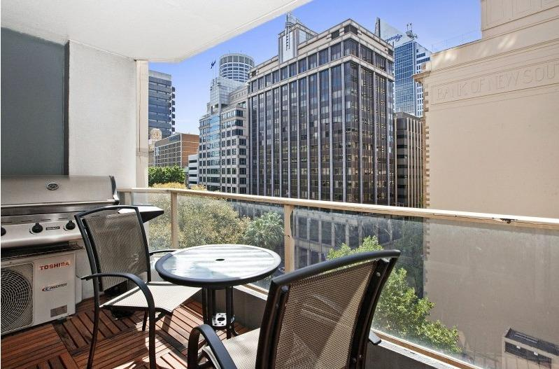 Executive 2 bed with balcony at Wynyard, holiday rental in Sydney
