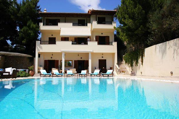 HOLIDAY VILLA WITH SWIMMING POOL IN PORTO HELI, holiday rental in Kosta