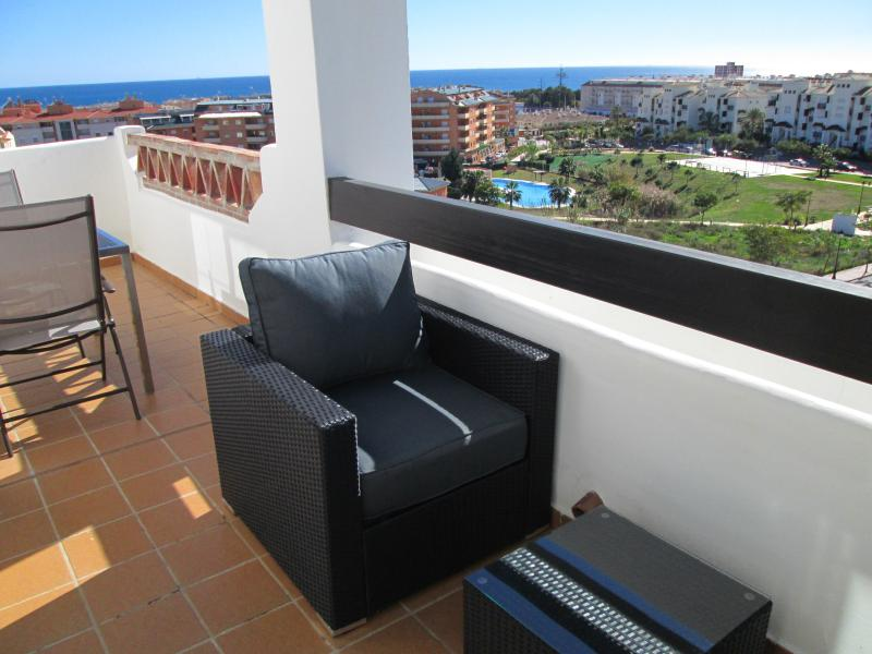 Sun drenched relaxation in style, walk to Duquesa Marina & Sabinillas beach, holiday rental in Pueblo Nuevo de Guadiaro