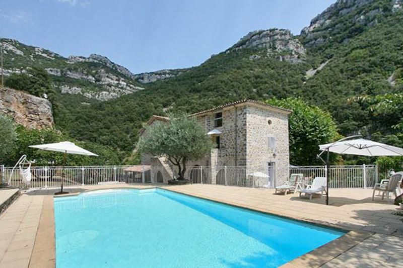 Spacious house with swimming-pool, location de vacances à La Cadière-et-Cambo