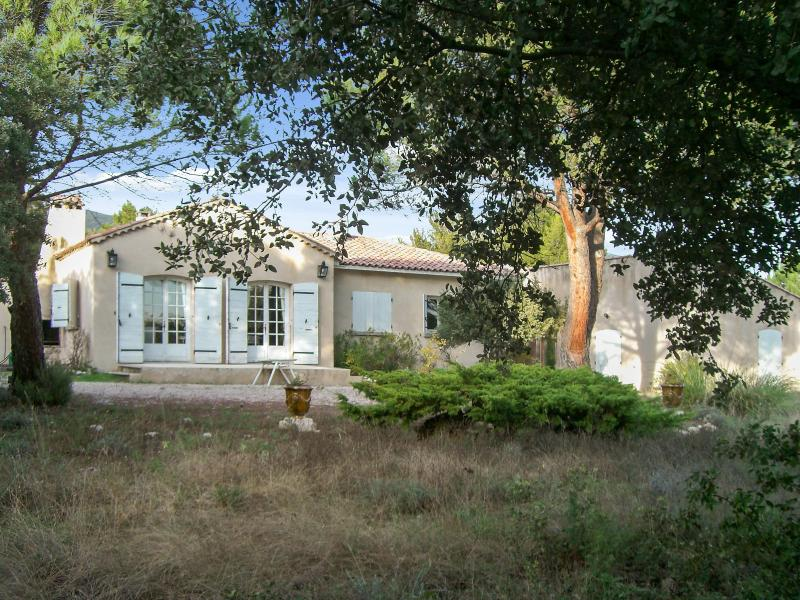Amazing house with swimming-pool, vacation rental in Cucuron