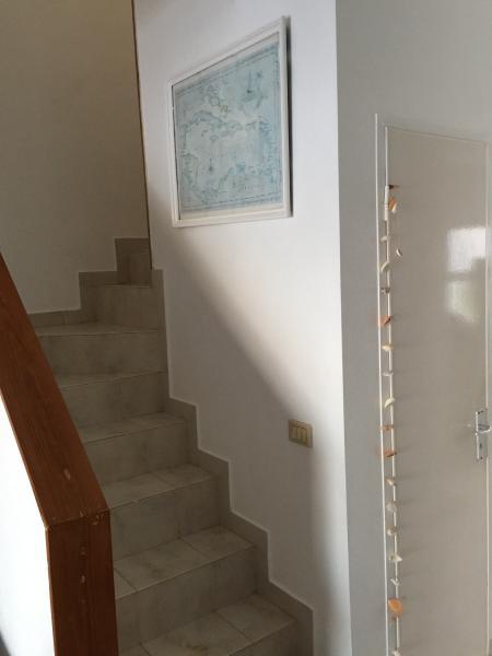 Escalera que conduce al piso superior