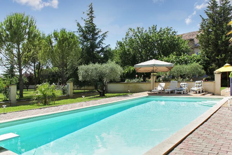 Big villa with swimming-pool & Wifi, casa vacanza a Entraigues-sur-la-Sorgue