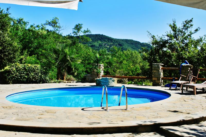 Amazing villa with swimming-pool, alquiler vacacional en Cairo Montenotte