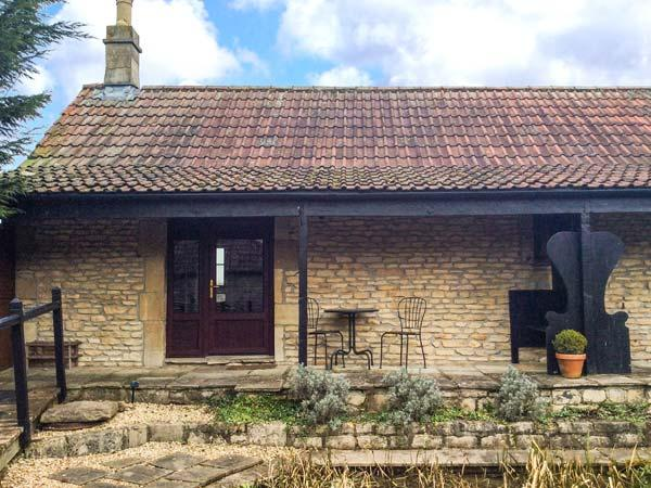 THE MALLARD STUDIO, single-storey, king-size bed, romantic retreat, overlooking, holiday rental in Dyrham