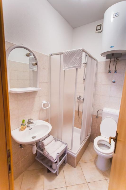 SA1 (2 + 1): bagno con wc
