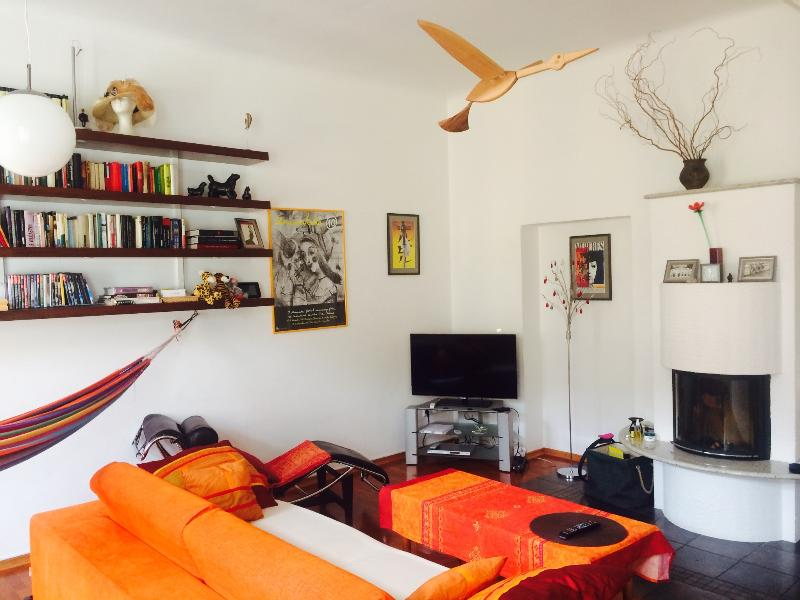 Art Aemona, 80m2  with high ceiling,WIFI and LEDTV, holiday rental in Ljubljana