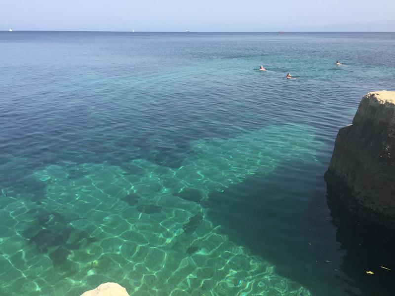 A água é cristalina-tão agradável!