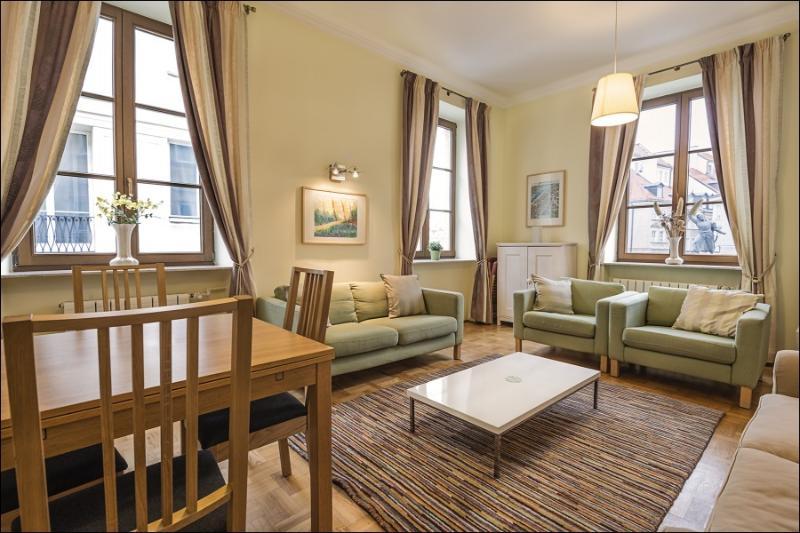 2 Bed. Apartment PODWALE 4, alquiler de vacaciones en Varsovia