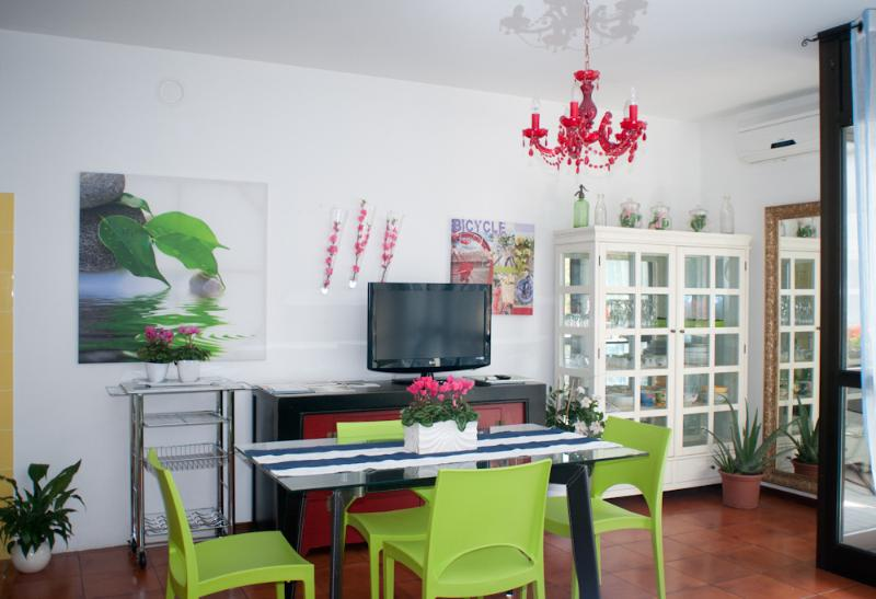 Bright apartment along the bicycle path, holiday rental in Carpesica