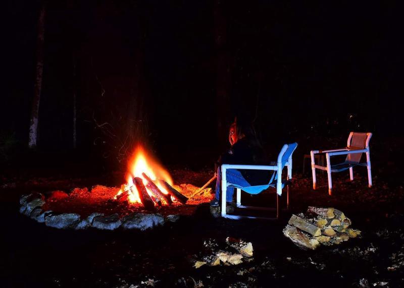 fogata en la noche