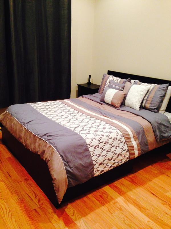 Queen size bed in 1st floor guest bedroom
