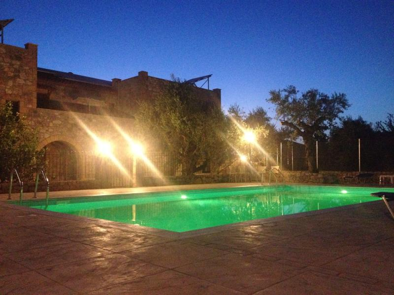 Io villa-2 by night