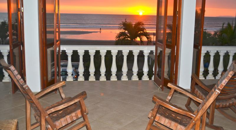 EXQUISITE BEACHFRONT PENTHOUSE, vacation rental in Jaco