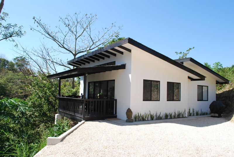 Villa Maluku at Cactus Blue Luxury Villas. Ocean and jungle view, Ferienwohnung in Santa Teresa
